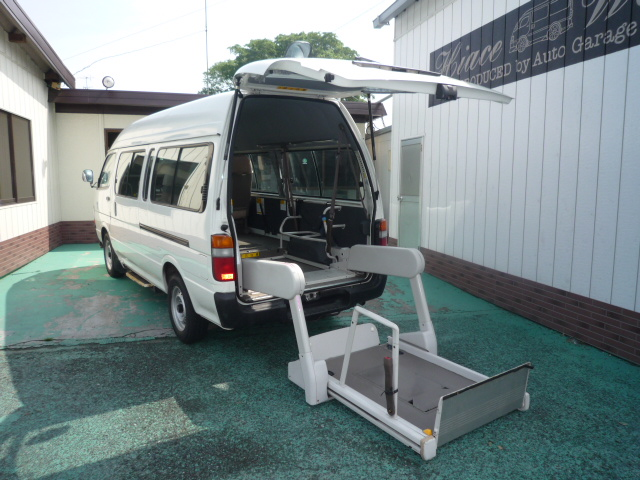 福岡店・ハイエース 3000D 車椅子2台+健常者8人=10人乗り